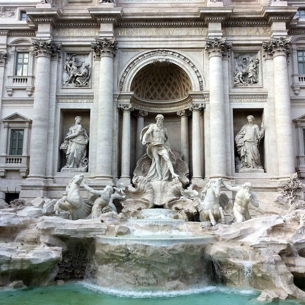 Trevi_Fountain_Singer_Palace